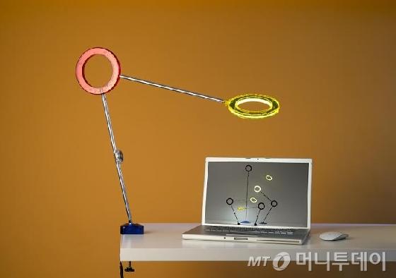 라문, LED 스탠드 '아물레또 클램프' 출시