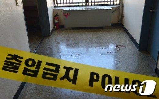 [사진]경찰서에 발생한 황산테러, 얼굴에 황산맞은 경찰 중상