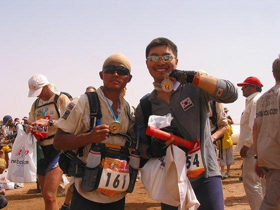 2006년 4월 사하라사막마라톤은 완주한 후./사진제공=문헌규