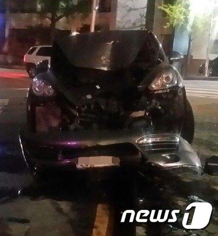 [사진]개그맨 이창명이 사고 낸 포르쉐 차량