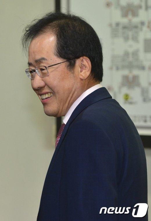 [사진]홍준표 '미소의 의미는?'