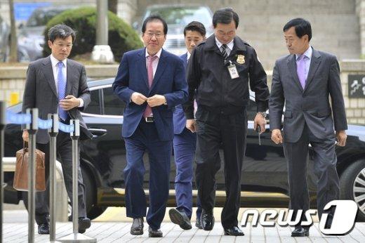 [사진]법원 출석하는 홍준표