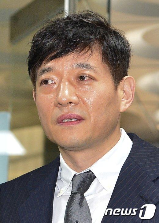 [사진]'배임수재 혐의' 서홍민 리드코프 부회장