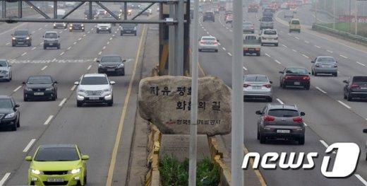 [사진]한해 교통량 최대...자유로