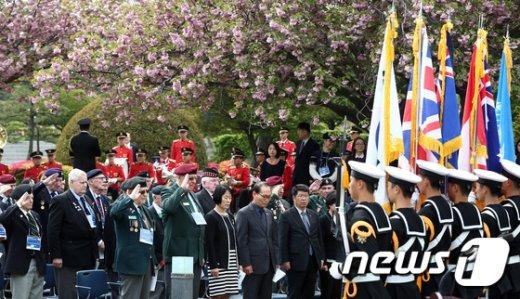 [사진]묵념하는 영연방 참전용사들