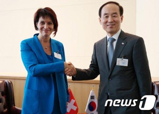 [사진]윤성규 장관, 한-스위스 환경현안 논의
