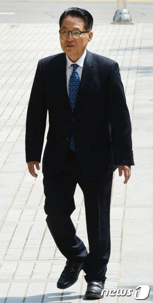 [사진]박지원, '朴 대통령 명예훼손' 혐의공판 출석