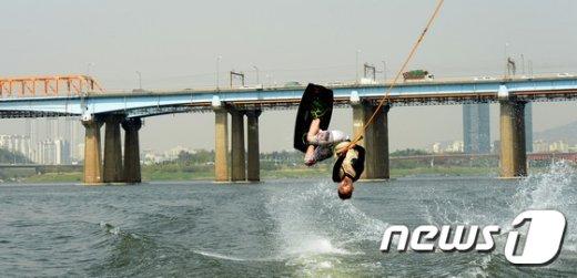 [사진]초여름 날씨...'시원한 한강으로'