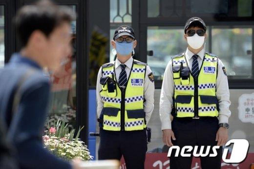 [사진]'미세먼지에 경찰도 마스크'