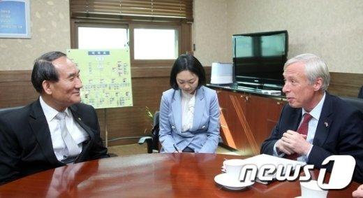[사진]박승춘 보훈처장, 영국 국방부 국무차관 접견