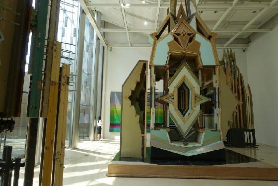 리우 웨이, 하찮은 실수(Merely a Mistake), 2009-2012, Doors, door frames, acrylic board, stainless steel Dimensions variable. /사진=김유진 기자