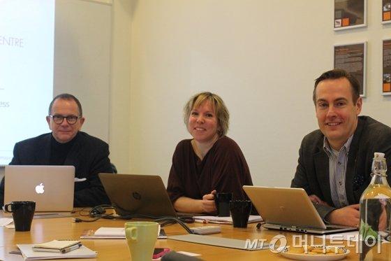 (왼쪽부터)웁살라혁신센터(UIC) 선임 고문 마이클 카미츠, 공보담당 스티나 토르, CEO 페르 뱅손. 카미츠는 28일 '키플랫폼'(K.E.Y. PLATFORM) '분과세션 3. 국가혁신 DNA배양 - 유럽 스타트업 생태계에서 배운다'의 첫번째 발표자로 나선다./사진=하세린 기자