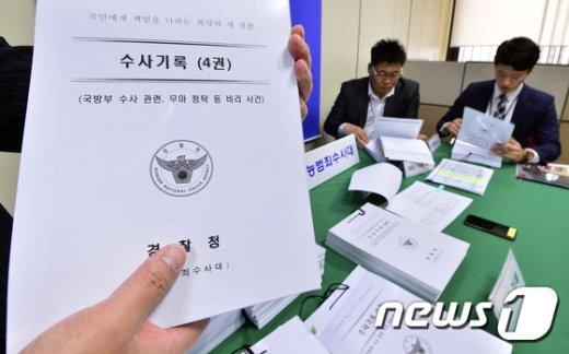 [사진]경찰, 금품 수수한 전 총리실 공보실장 구속