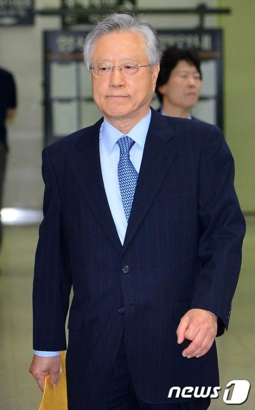 [사진]이석채 전 회장, 항소심 공판 출석