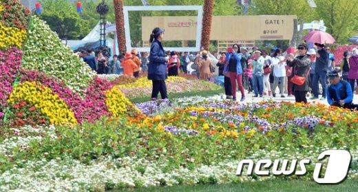 [사진]꽃밭에서..