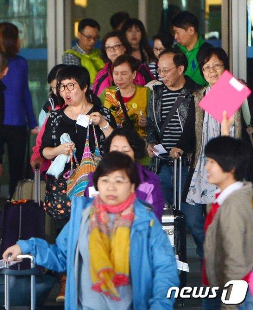 [사진]노동절 맞은 유커들 '한국으로'