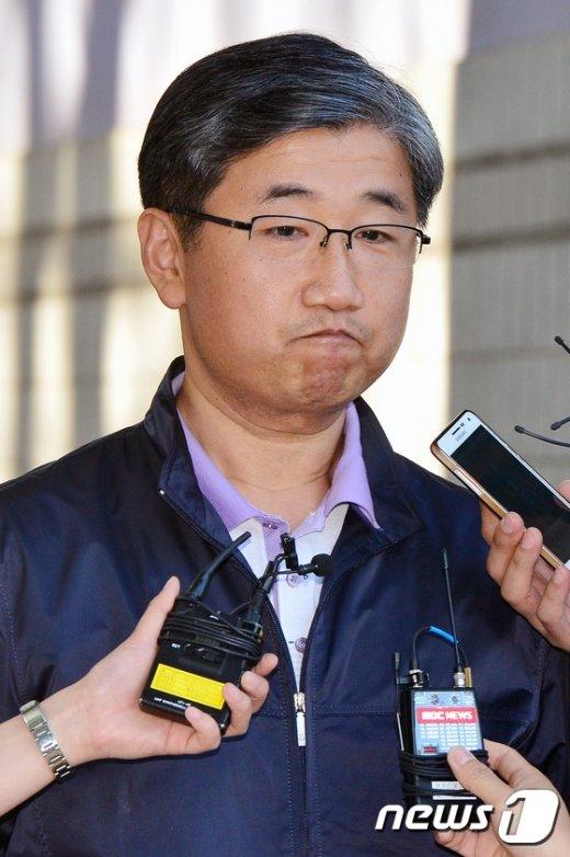 [사진]석방된 박관천 '굳게 다문 입'