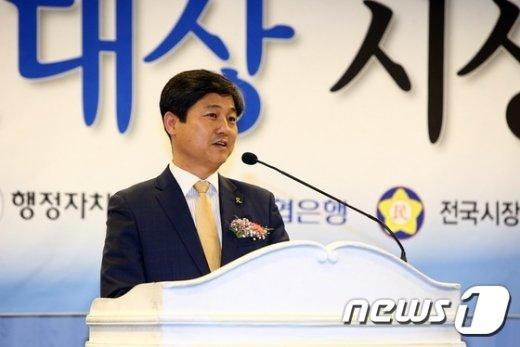 김영배 성북구청장이 다산목민대상 본상을 수상하고 소감을 밝히고 있다.(성북구 제공)© News1