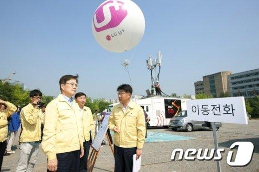 [사진]통신재난 복구 훈련 점검하는 최양희 장관