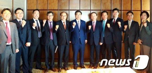 [사진]이기권 장관, 베트남 현지진출 기업 임원 간담회
