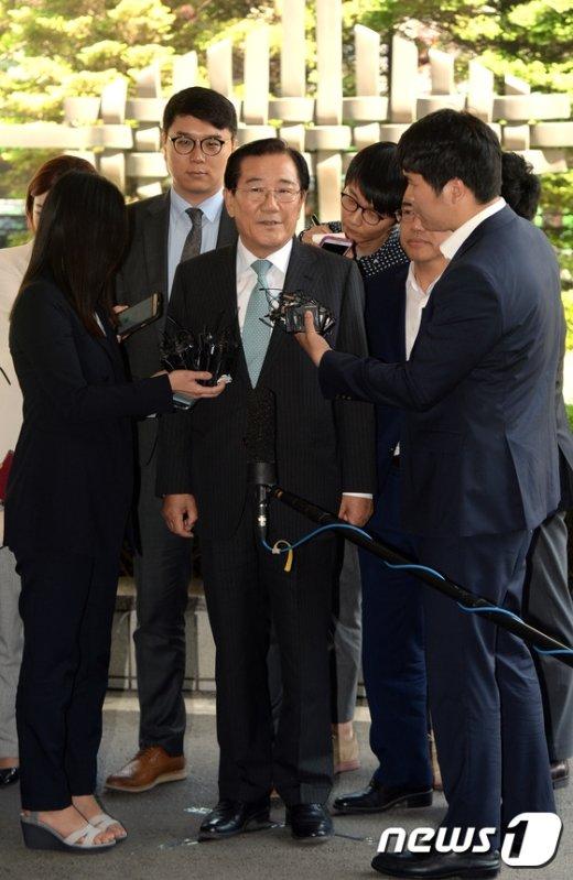 [사진]포토라인에 선 박준영 당선인