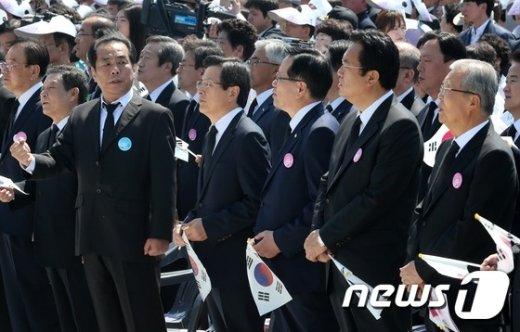 [사진]임을 위한 행진곡 부르지 않는 황교안 총리