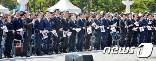 [사진]5.18민주묘지 울려퍼지는 '임을 위한 행진곡'