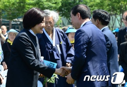[사진]인사 나누는 박원순-박영선