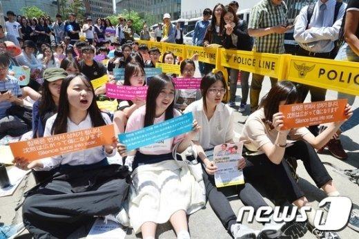 [사진]여고생들 '일본의 사과를 요구합니다'