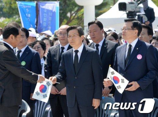 [사진]정의화-황교안, 5.18 기념식 참석