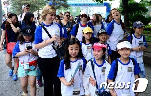 [사진]'외국 선생님과 함께 걸어요'