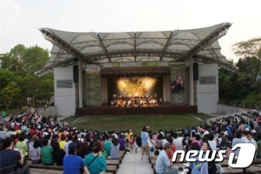 서울시 공원의 친구들 초청 숲속음악회(서울시 제공)© News1