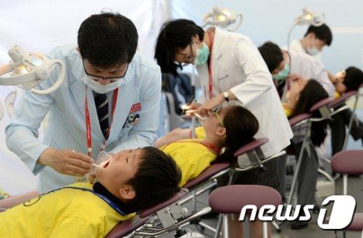 [사진]서울시민 구강보건의 날, 건치아동 선발대회