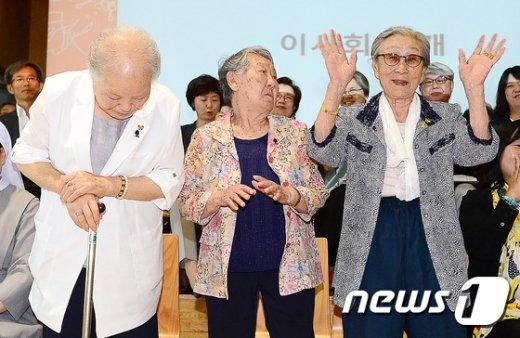[사진]김복동 할머니 '여러분 안녕하세요'