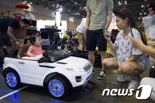 [사진]'엄마, 전 이 차로 정했어요'