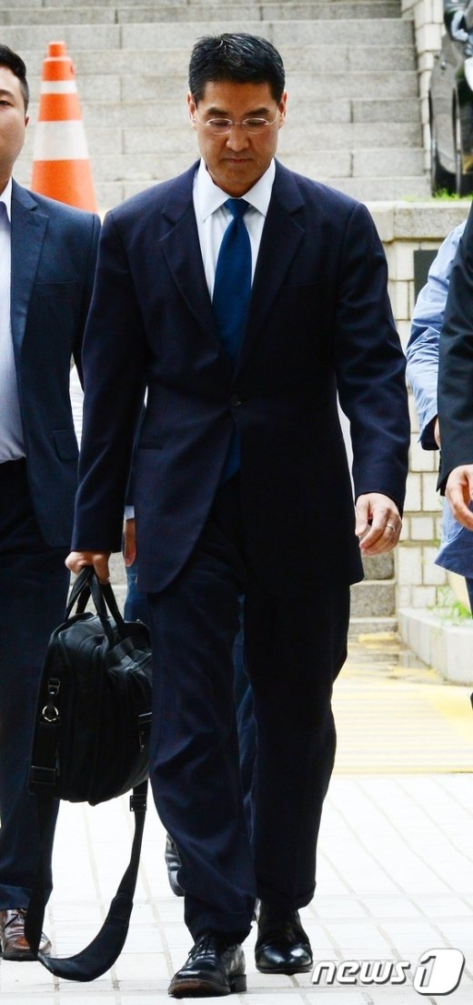 [사진]영장실질심사 출석하는 존 리 옥시 전 대표