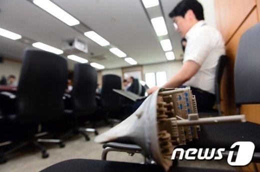 [사진]세월호 선체 모형 놓여진 회의장