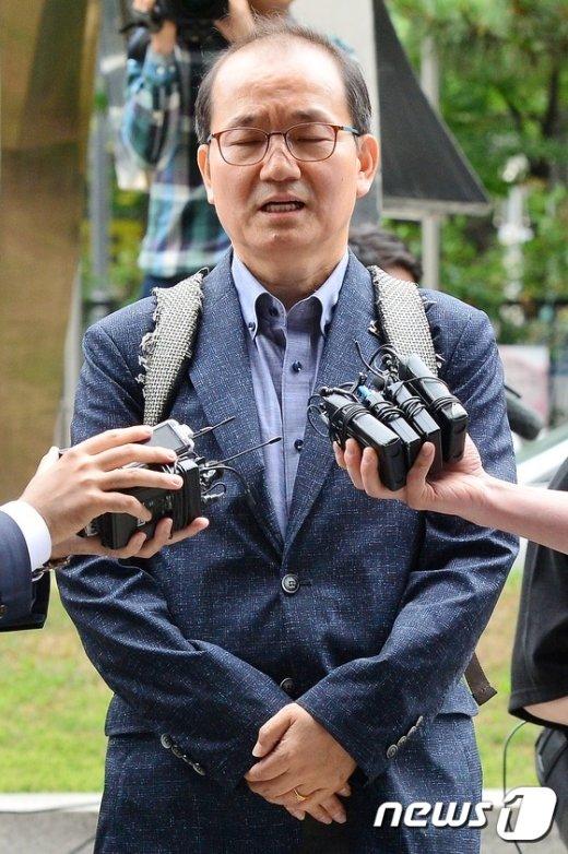 [사진]두 눈 감은 왕주현 전 국민의당 사무부총장