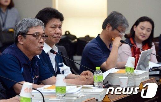 [사진]근로자 위원 측 발언하는 김종인 위원