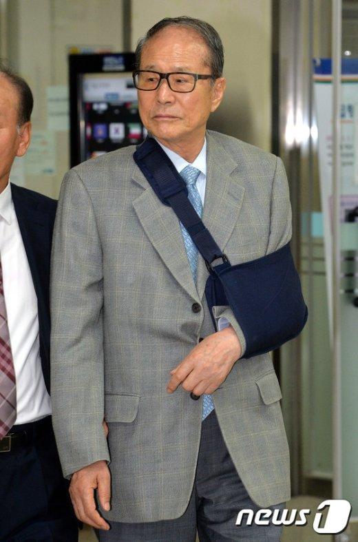 [사진]법정 향하는 이상득 전 의원