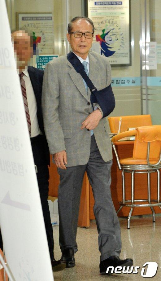 [사진]법원 출석하는 이상득 전 의원