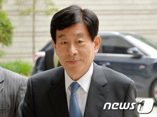 [사진]법원 들어서는 원세훈 전 국정원장