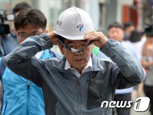 [사진]박원순 서울시장 '포트홀 보러갑니다'