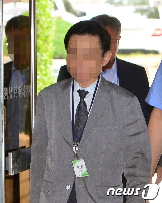 [사진]법원 출석하는 '옥시 가습기 살균제' 한빛화학 대표