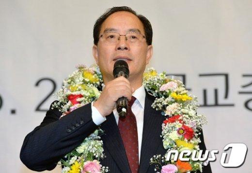 [사진]하윤수 회장의 당선인사