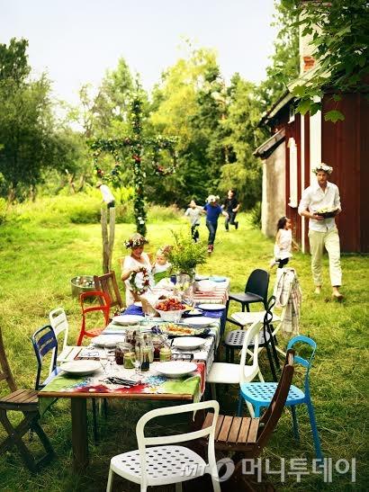 이케아 광명점, 스웨덴 대표 명절 미드솜마르 기념 행사 진행