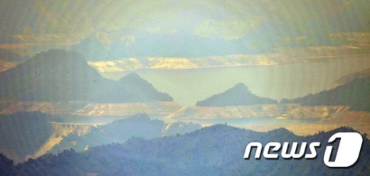 [사진]중동부전선에서 바라본 금강산댐