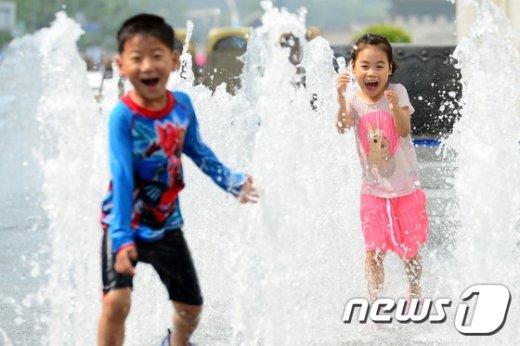 [사진]'즐거운 물놀이에 더위 안녕'