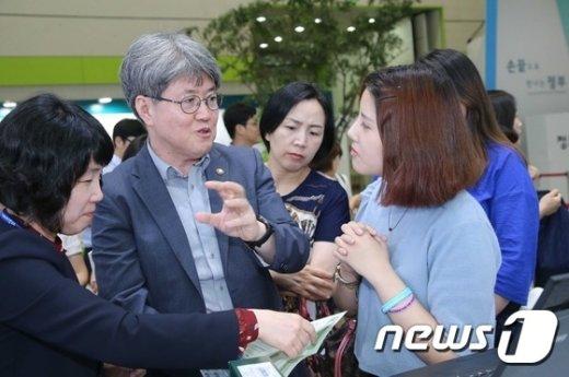 [사진]유경준 통계청장, '정부 3.0 국민체험마당'서 대국민 홍보