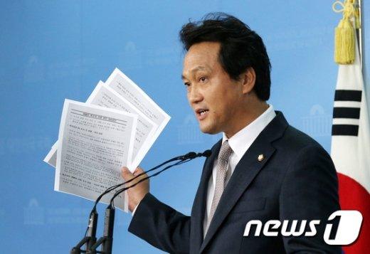 20일 출범한 국회 '교육포럼'의 공동대표를 맡은 안민석 더불어민주당 의원./뉴스1DB© News1
